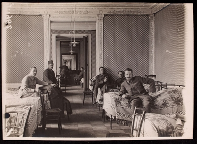 Drivers in a dormitory at 21 rue Raynouard