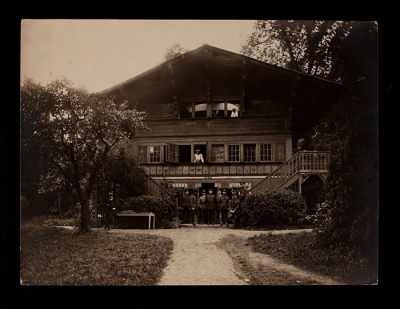 The Swiss Chalet in the park at 21 rue Raynouard