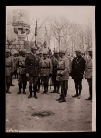 A. Piatt Andrew standing with French General Ragueneau in the courtyard of the château in Muizon